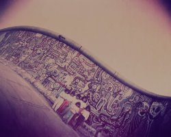 0679 - Children in front the wall2